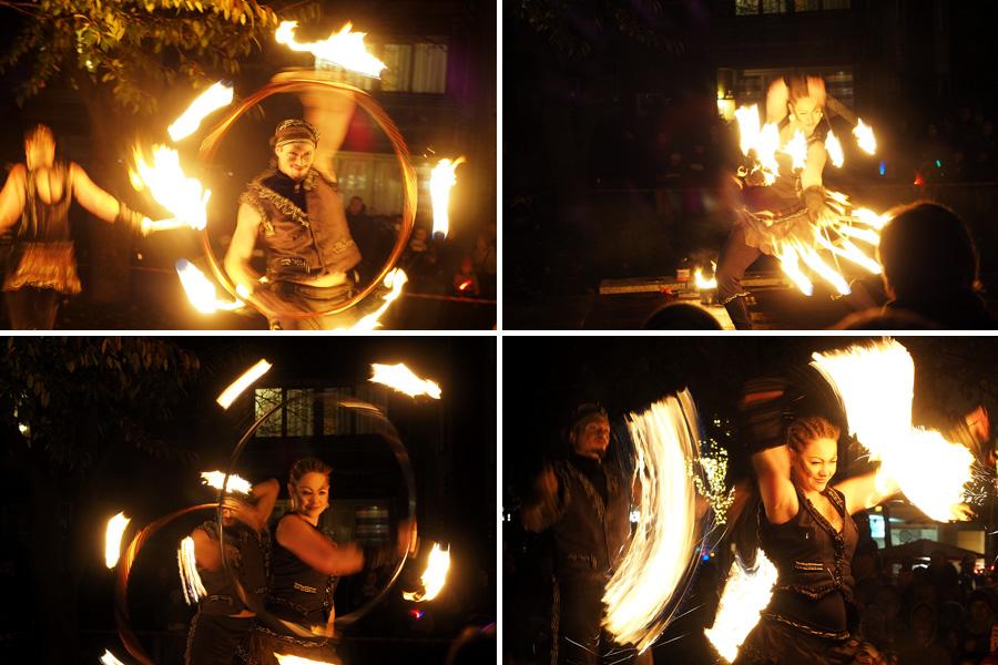 """Die letzte Feuershow vor der Bibliothek, von der Gruppe """"Spice""""."""