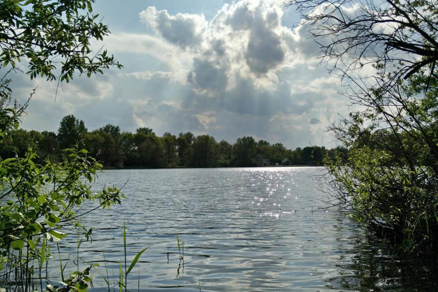 Der Achterdieksee in Bremen - im Sommer kann man hier herrlich schwimmen.