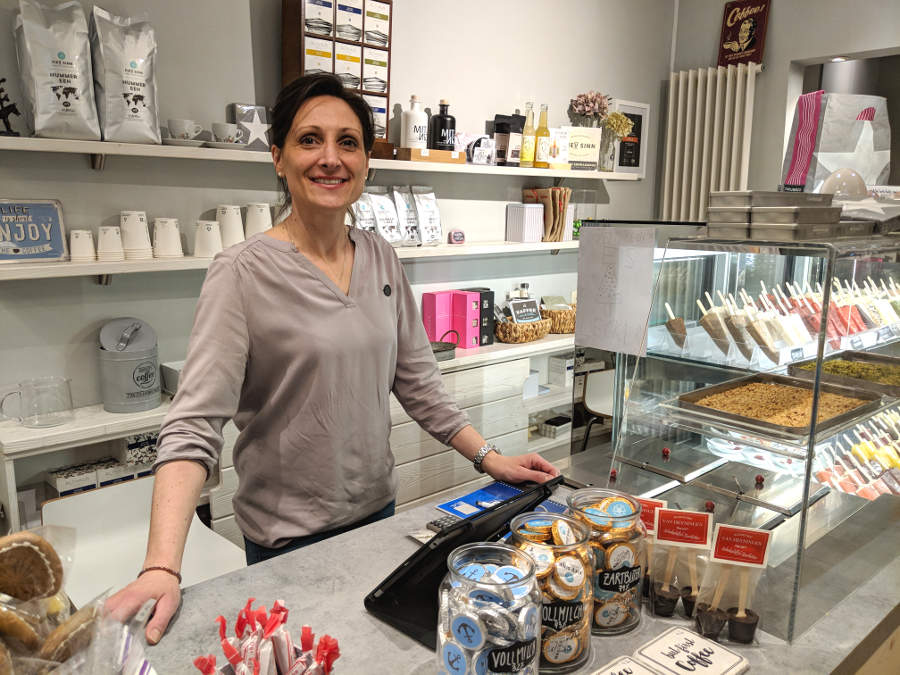 Seit September 2017 bietet Daniela Pataj-Vogt in ihrem Laden nicht nur bremische Produkte sondern auch selbstgemachtes Stieleis an. Mit Leidenschaft und Herz steht sie fast immer selbst im Laden.