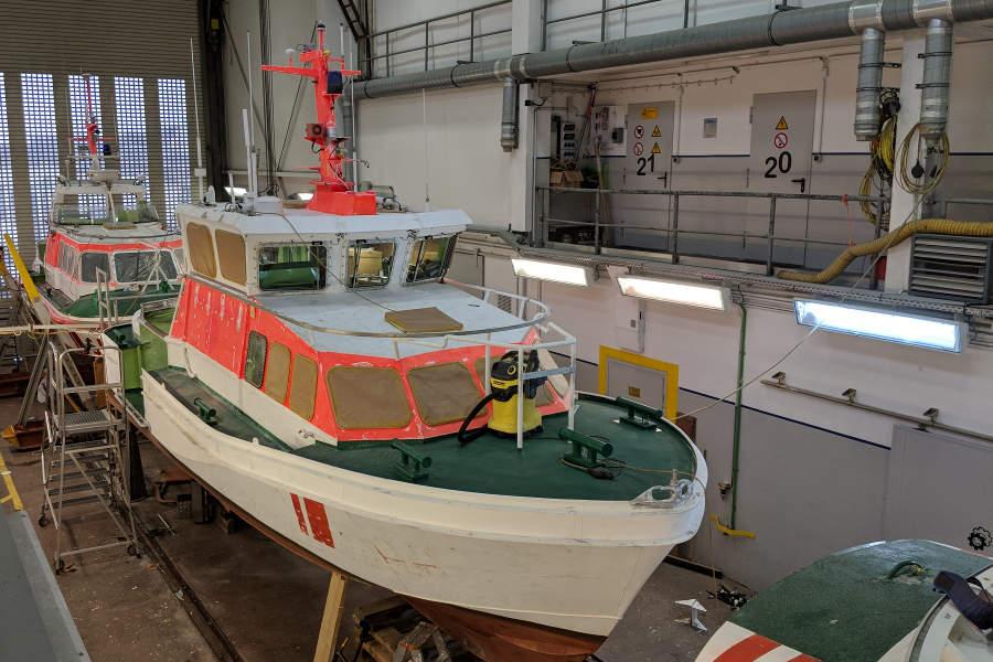 Gleich drei Seenotrettungsboote lagen während unseres Besuches zur Wartung in der hauseigenen Werft, auf dass sie noch viele Jahre ihren Dienst tun können.