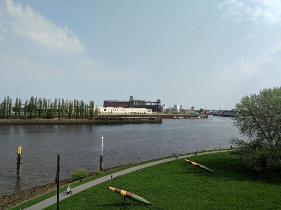 Blick vom Radarturm die Weser entlang Richtung Pier 2