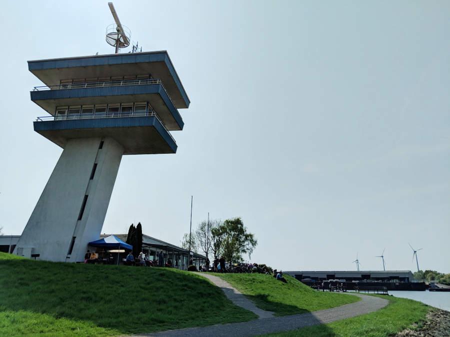 Das Lankenauer Höft mit Radarturm und Golden City