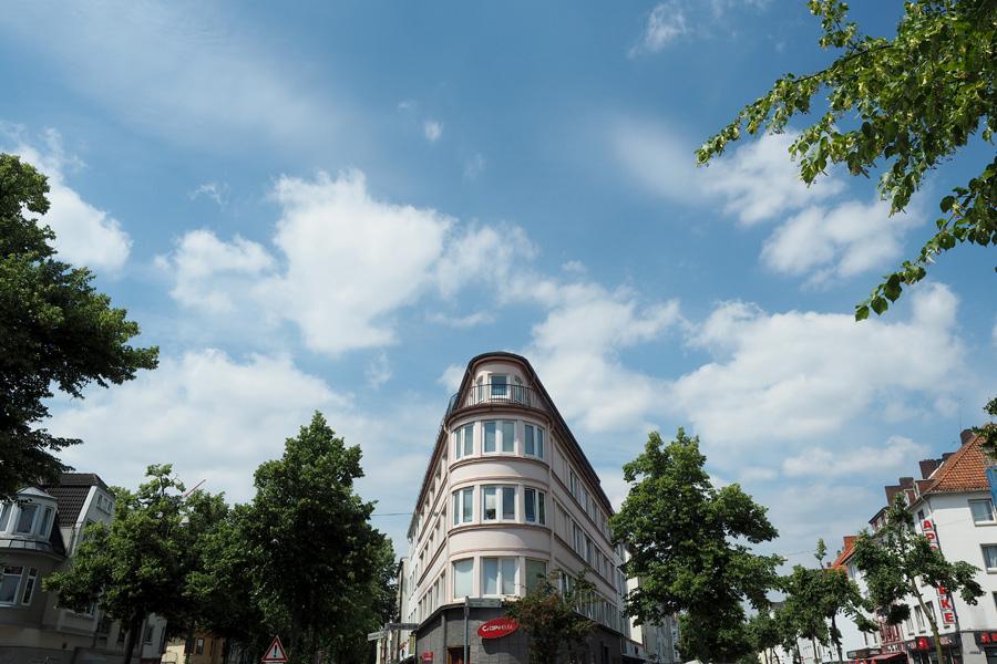 """Gewissermaßen das """"Flat Iron Building"""" Bremens. Dort wo die Wartburgstraße sich in Vegesacker und Bremerhavener Straße gabelt."""