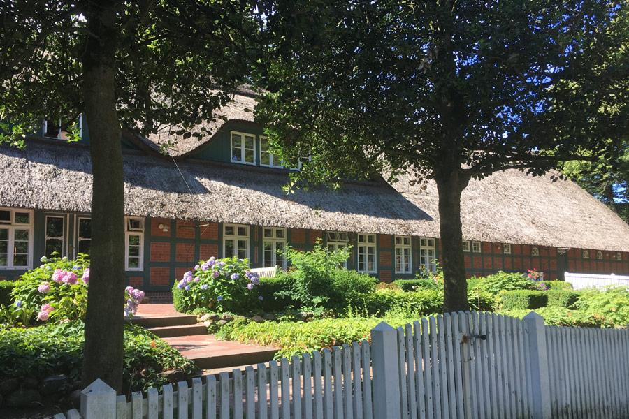 Das Rathaus von Worpswede ist in einem alten Bauernhof untergebracht und Zentrum der Jubiläumsfeiern