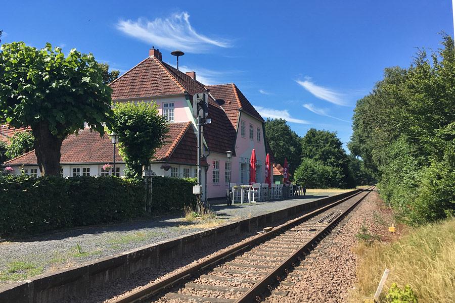 Am Worpsweder Bahnhof hält der Moorexpress - ihr könnt so wunderbar eure Fahrräder mitnehmen und eine Strecke mit der Bahn und eine mit dem Rad absolvieren