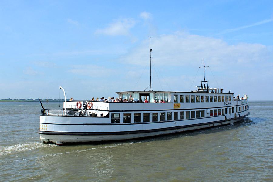 Die Oceana auf dem Weg nach Bremerhaven, Foto: H. Koebnick / Hal över