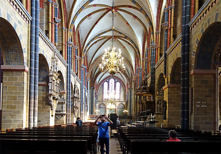 Das Mittelschiff vom St. Petri Dom
