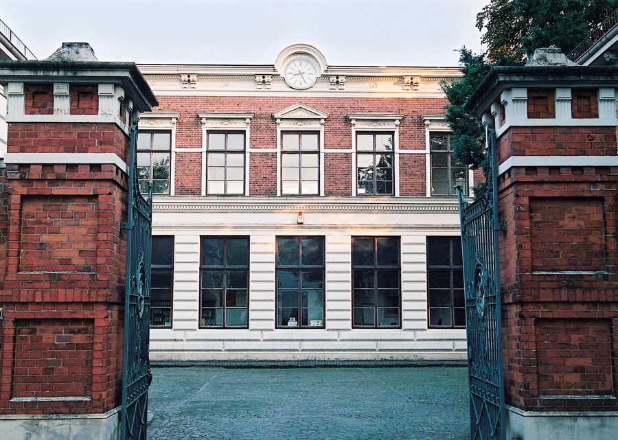 Wilhelm Wagenfeld begann hier, bei Koch&Bergfeld, seine Ausbildung - und nutzte die Bibliothek vor Ort. Foto: Koch&Bergfeld