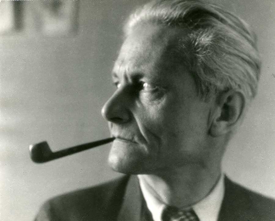 Mit 49 Jahren - da war seine Bauhaus-Leuchte schon lange weltberühmt. Foto: Wilhelm Wagenfeld Stiftung