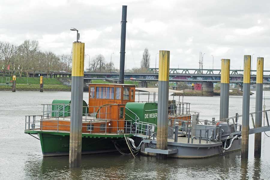 """""""Die Weser"""" - dieses Exemplar ist allerdings ein motorloser Nachbau. Dafür kann man auf ihr übernachten."""