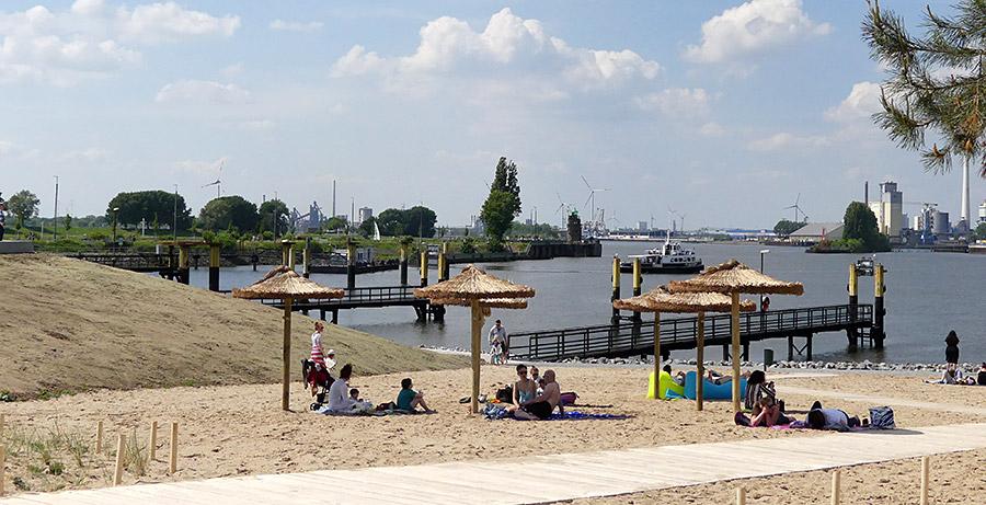 Chillen mit Blick auf Molenturm und Hafen