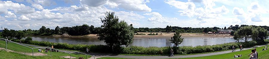 Blick vom Osterdeich auf das Weser-Strandbad am Café Sand