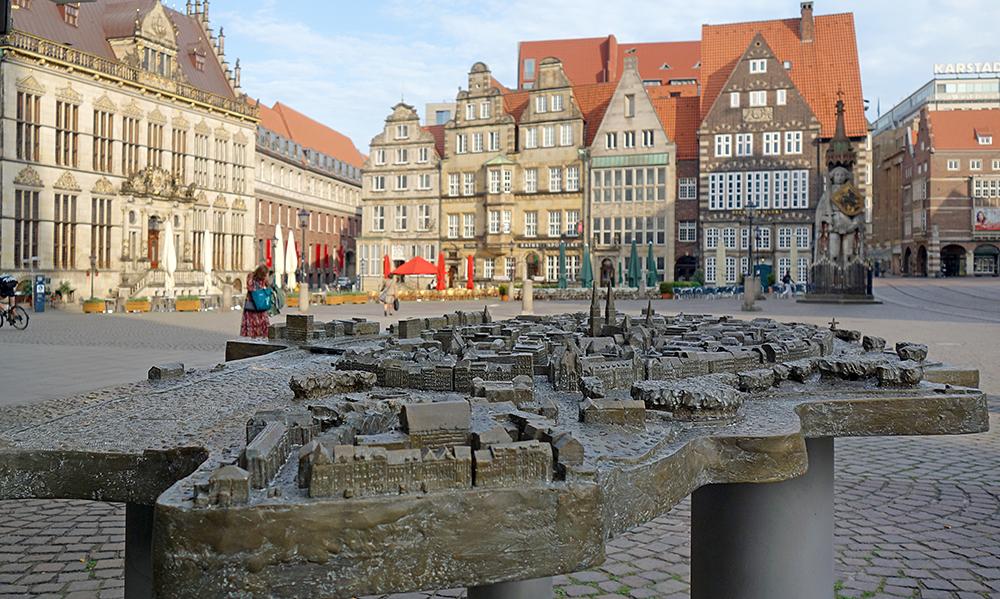 Bremer Altstadt aus Bronze - anschauen und ertasten