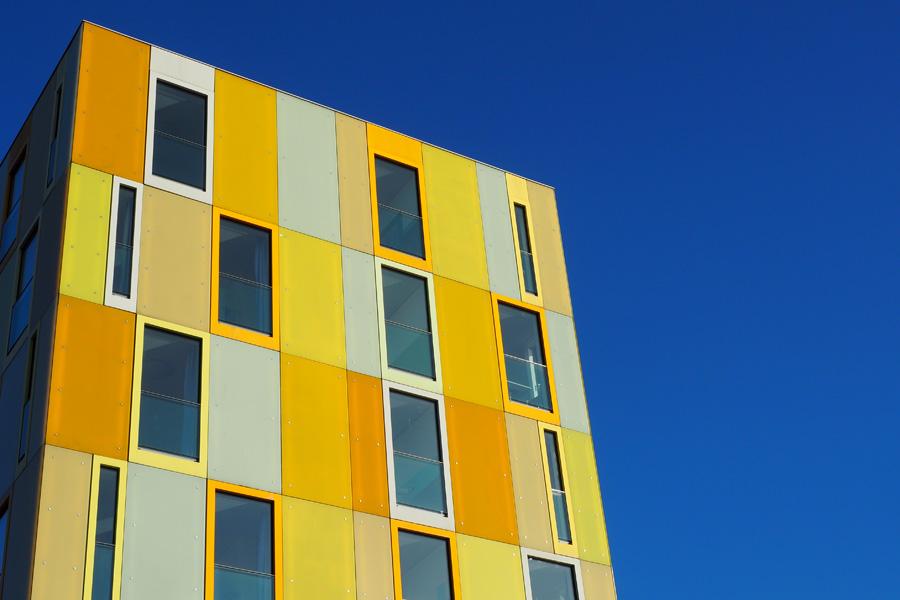 Markantes Bauwerk: Als wenn die Architekten geahnt haben, dass sich das Gelb besonders gut vor blauem Himmel macht.
