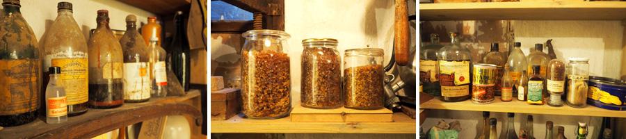 Schellack, Salmiak-Beize und co.: In einer kleinen Seitenwerkstatt finden sich zahlreiche Substanzen zur Oberflächenbehandlung von Holz. Das Schellack stammt bestimmt aus der Bremer Fabrik :)